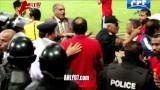 لحظات الاعتداء على كريم بامبو من قوات الشرطة في مباراة الاهلي والاتحاد السكندري