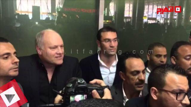 شاهد اول لحظات وصول مارتن يول لمطار القاهرة واستقباله بالأمن والصحفيين
