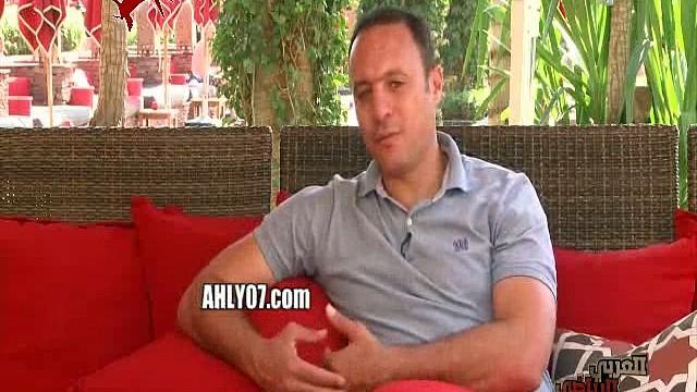 شاهد محمد أبو تريكة انا انعزلت عن الناس والأزمة الأخيرة أثرت فيا ولن أجادل أحد الناس تحكم تربيتي وتربيتهم
