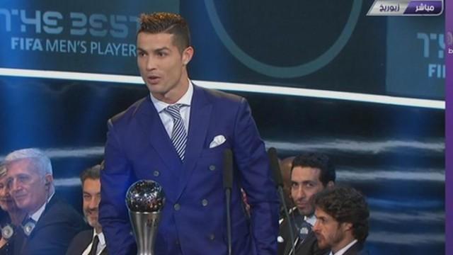 شاهد ابو تريكة وسعادته في لحظة تتويج كريستيانو رونالدو أفضل لاعب في العالم ويكيد لميسي وبرشلونة بكلمات ساخرة