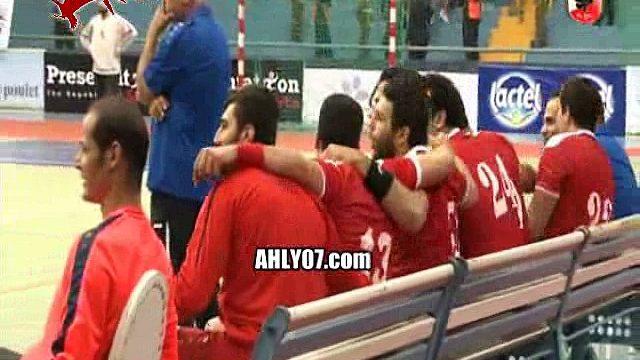 شاهد اللحظات الأخيرة من فوز الأهلي ببطولة افريقيا لليد كئوس واحتفال اللاعبين والفرحة مع الجمهور في المغرب