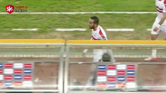 شاهد محمود كهربا يبصف على جماهير الزمالك في مباراة بترو اتليتيكو في الكونفيدرالية